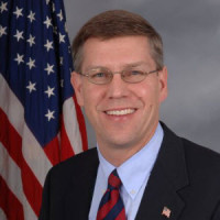 Erik-Paulsen (with flag)
